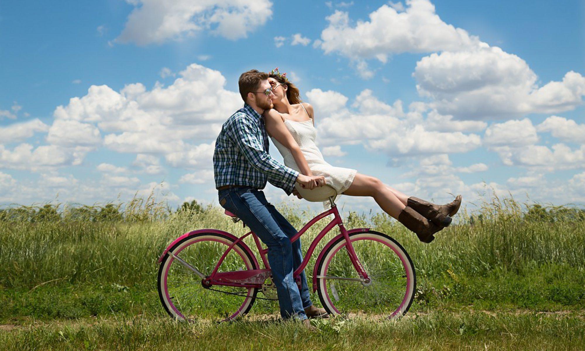 Une majorité de Français rencontrent leur premier conjoint chez des amis