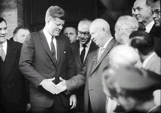 rencontre kennedy khrouchtchev vienne sonnerie portable rencontre du troisieme type