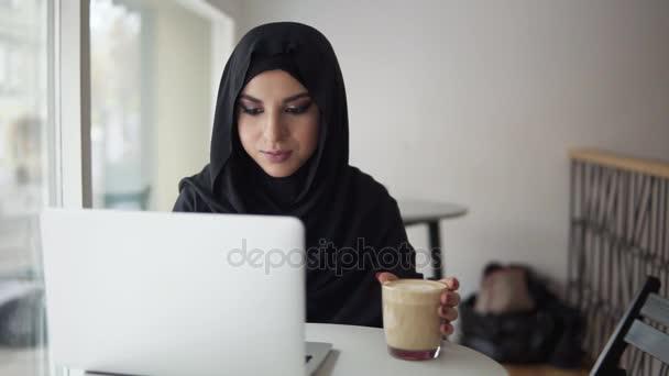 cherche femme sur internet)