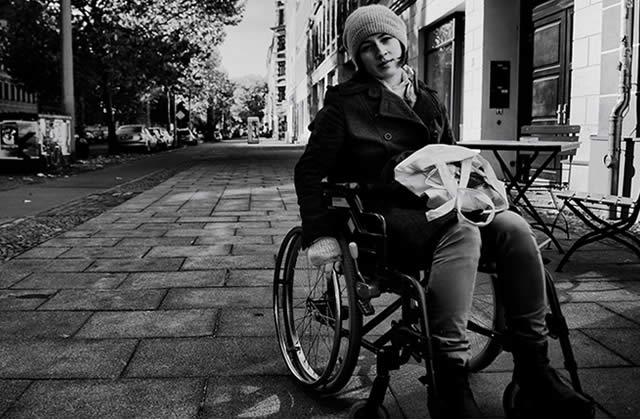 cherche femme en fauteuil roulant)