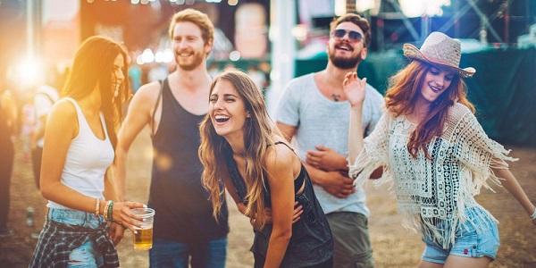 Ami ou Plus : Sortir et rencontrer de nouveaux amis