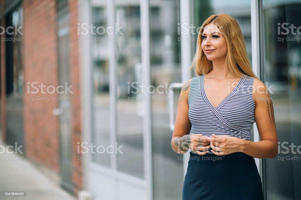 femme blonde celibataire