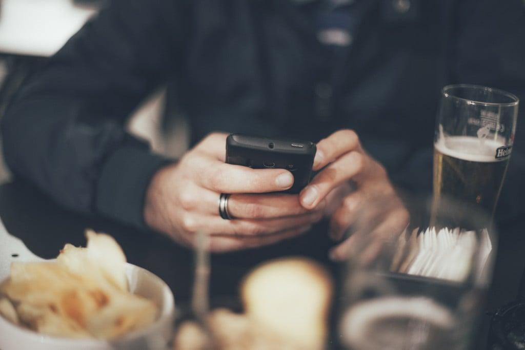 premier message de contact sur un site de rencontre)