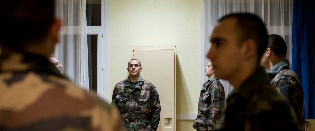 rencontre militaire carcassonne)