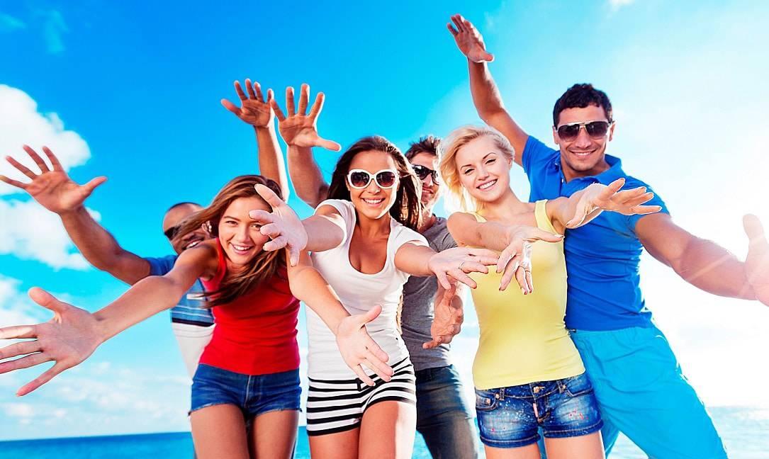 Utiliser les sites de rencontres séniors pour se faire des amis
