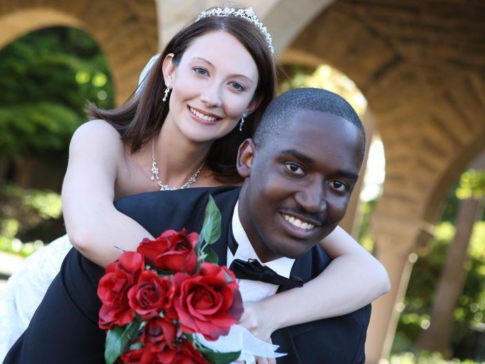 une femme blanche qui cherche un homme noir