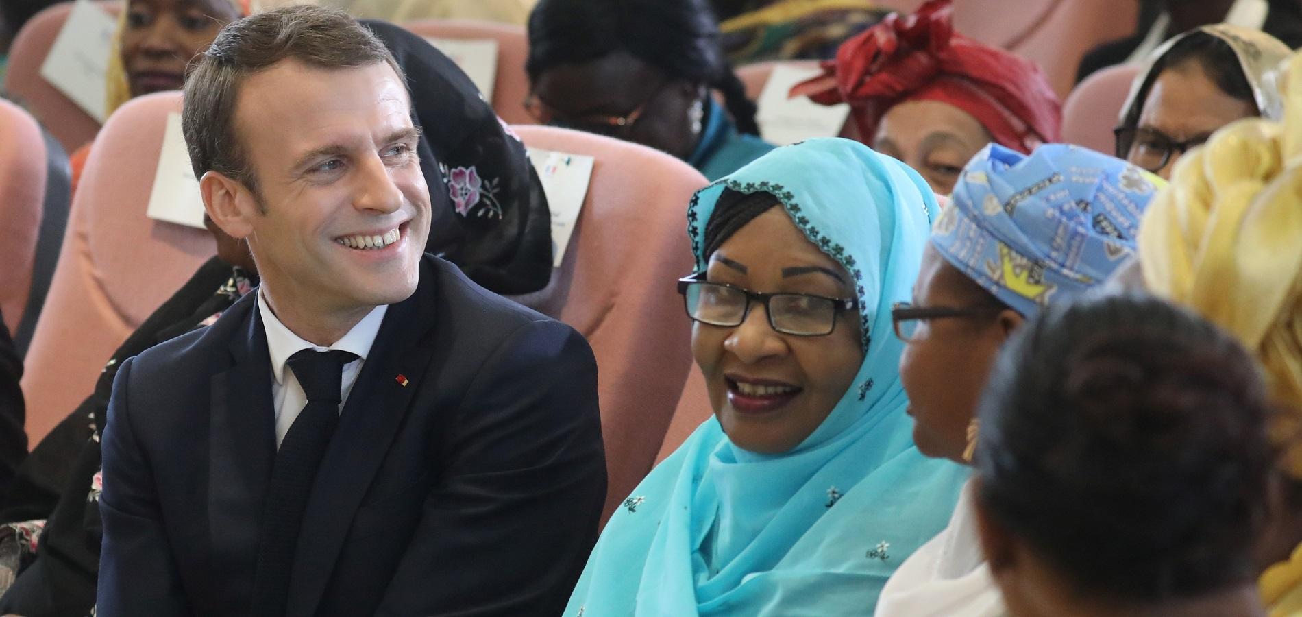 Au Tchad, le président français lance l'idée d'une banque des femmes africaines - RFI