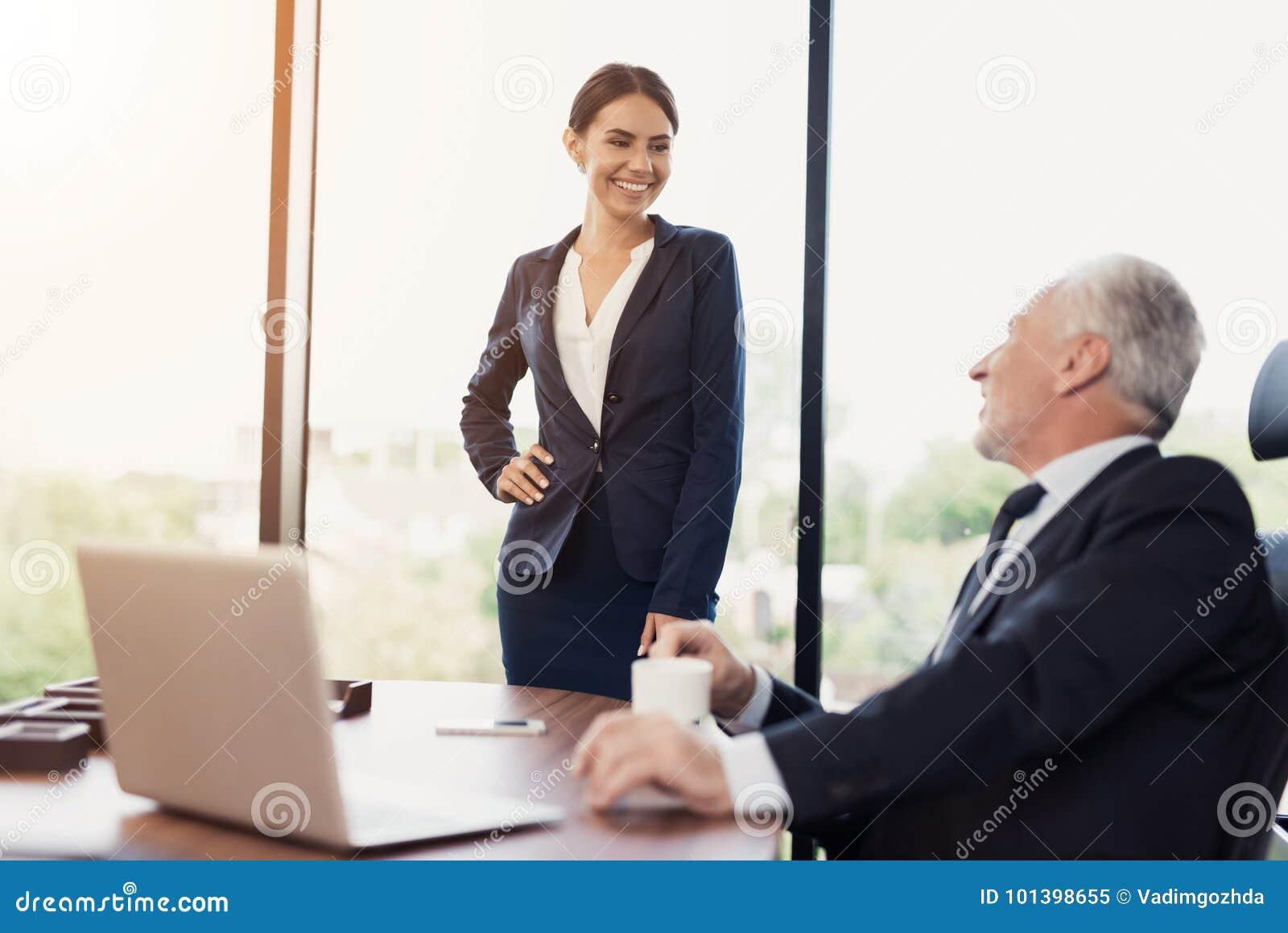 7 indices qui montrent que vous êtes trop proche de votre patron