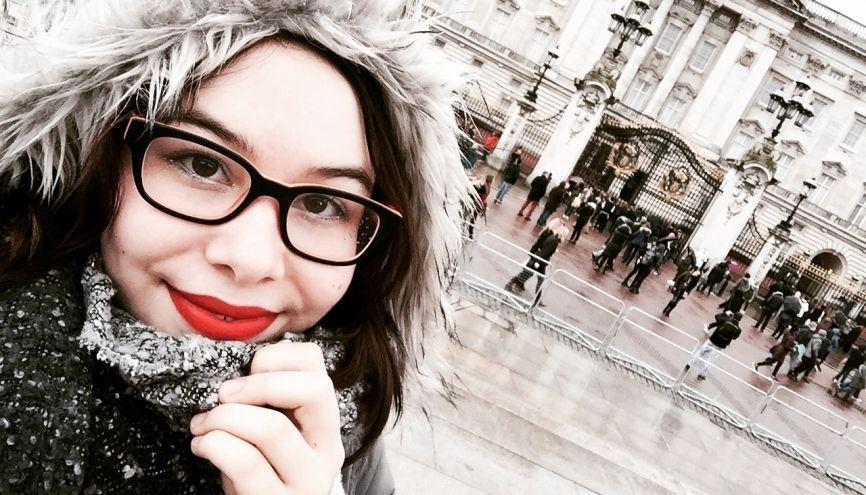 cherche jeune femme pour partir en vacances)