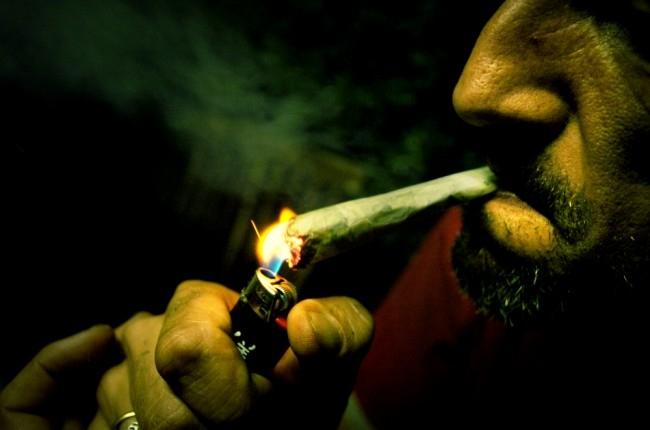 Fais de belles rencontres entre fumeurs et fumeuses !